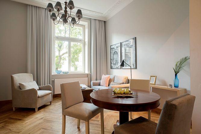 02-belle-epoque-krakow-apartament-z-sypialnia-superior-jadalnia.jpg